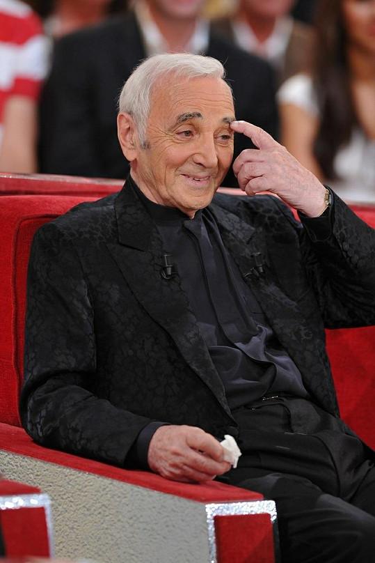 Charles Aznavour se koncem srpna zúčastnil televizní show.