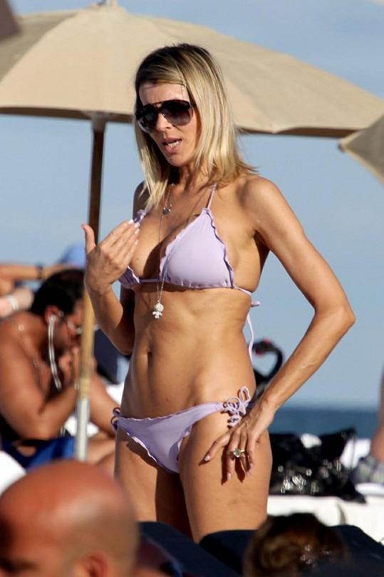 Rita Rusic na pláži v Miami.