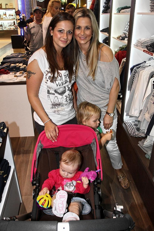 Monika Marešová s krásnou sestrou Lucií.
