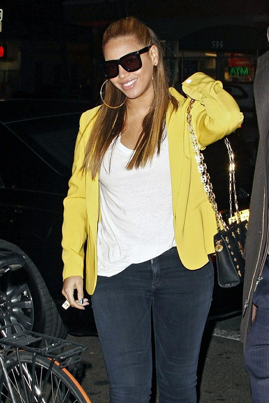 Beyoncé si vzala úzké džíny, které odhalily její postavu.