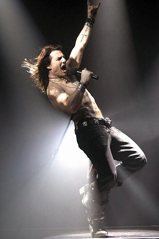 Tom Cruise jako rockový zpěvák.