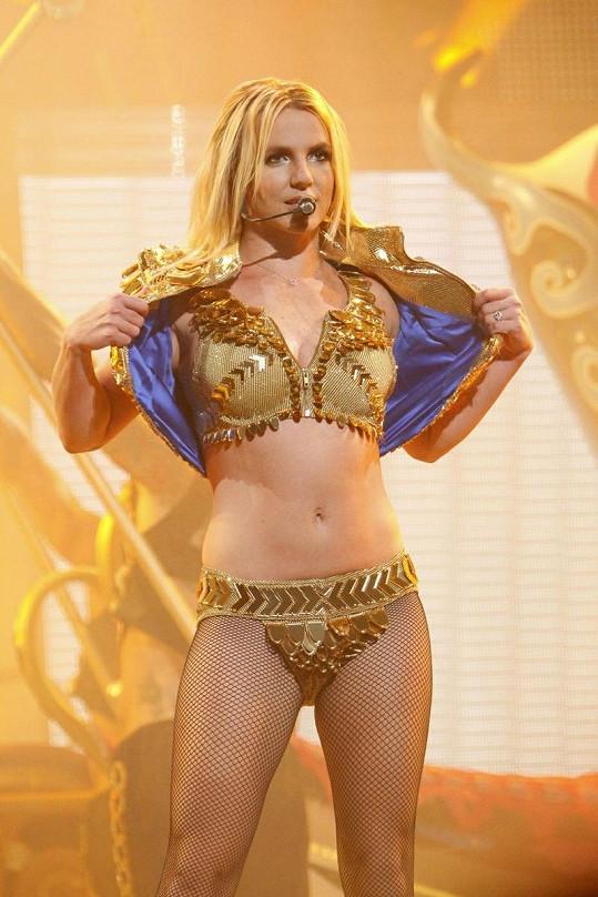 Spears během turné Femme Fatale.
