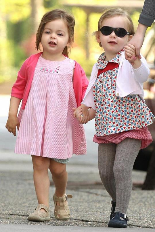 Marion a Tabitha na procházce.