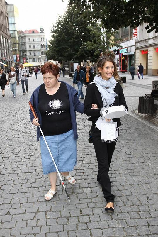 Z Barbory Seidlové se na několik hodin stala pouliční prodavačka.