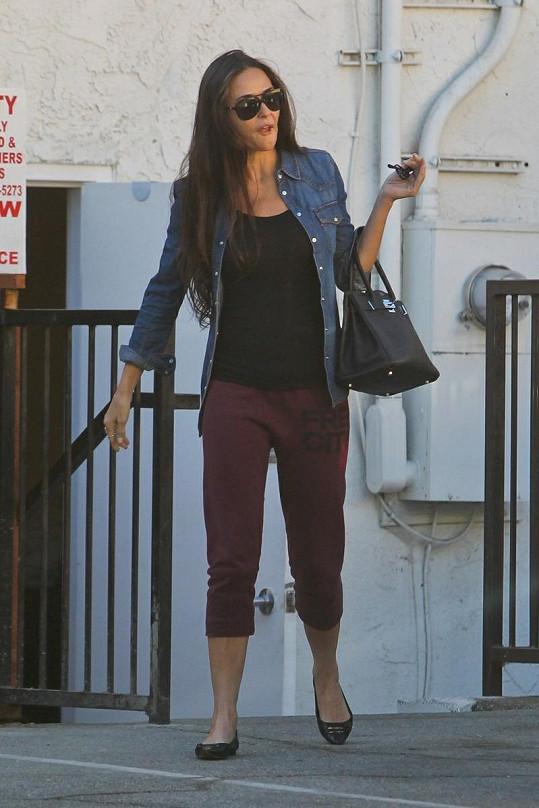 Demi Moore minulý týden navštívila kliniku v Los Angeles, která prý dokáže zmírnit příznaky stárnutí.