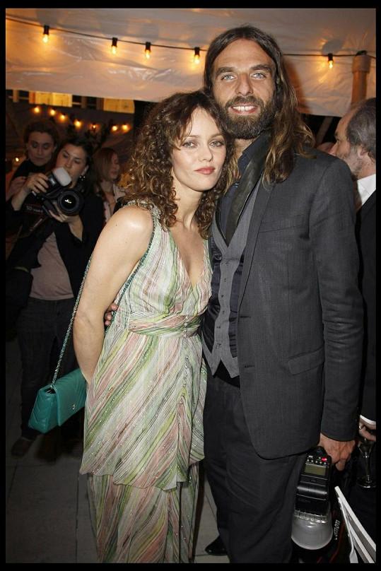 Vanessa Paradis s Johnem Nolletem na archivním snímku.