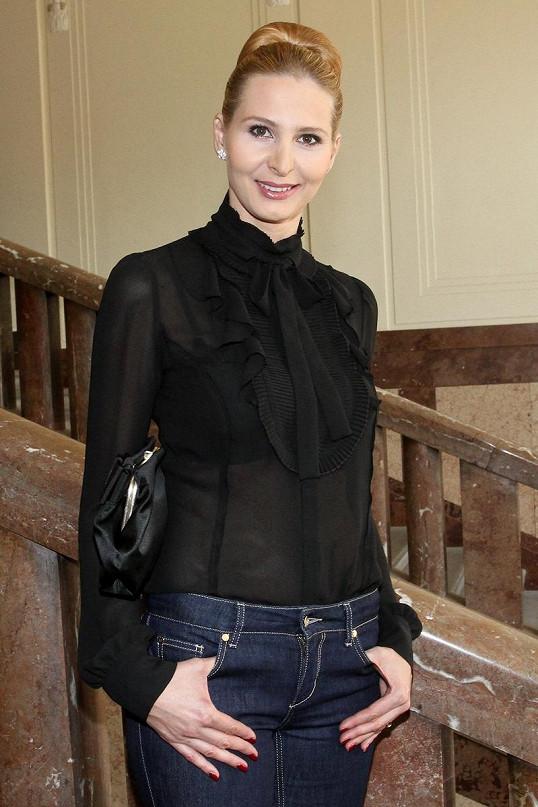 Ivana Gottová si oblékla velmi průsvitnou halenku.