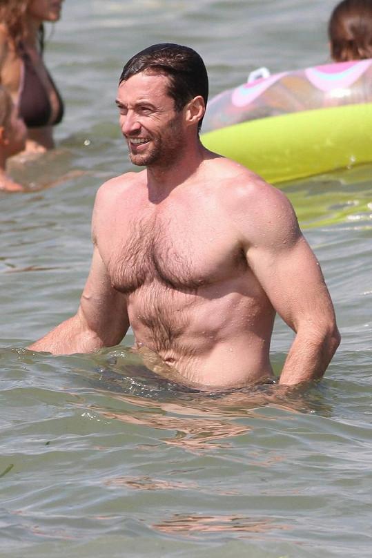 Australský herec a producent v Saint Tropez.