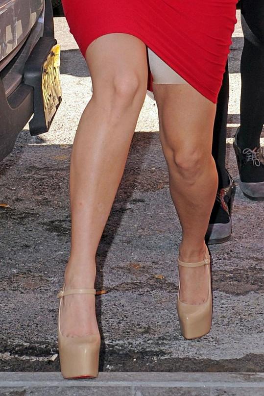 Zde je důkaz, že Kim opravdu nosí stahovací spodní prádlo.