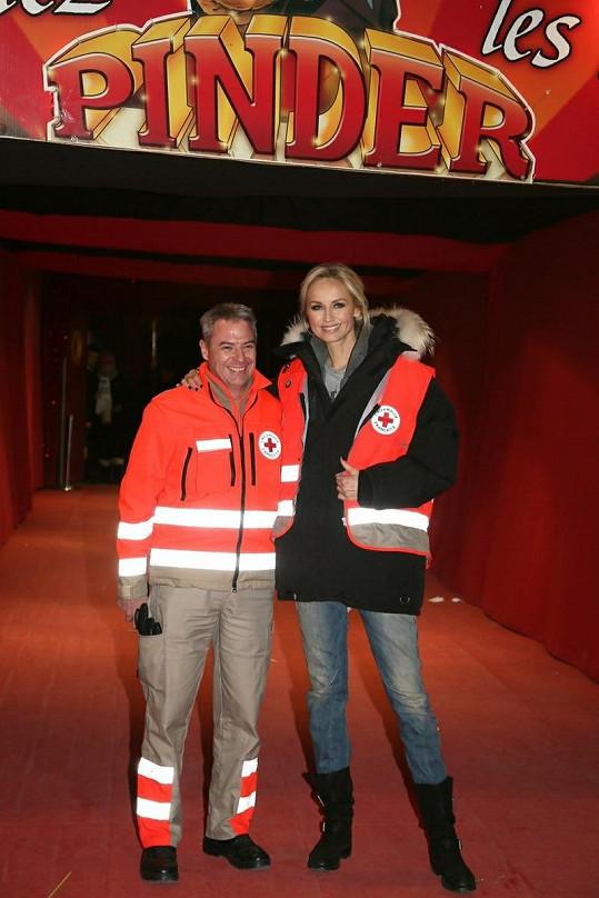 Adriana Sklenaříková na akci pořádané Červeným křížem.