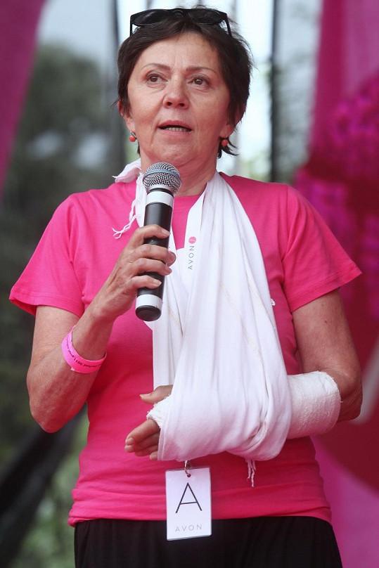 Lenka Termerová bojuje za zdravá prsa. Pochod proti rakovině prsu byl sice přesunut na září, ona se ho ale samozřejmě zúčastní.