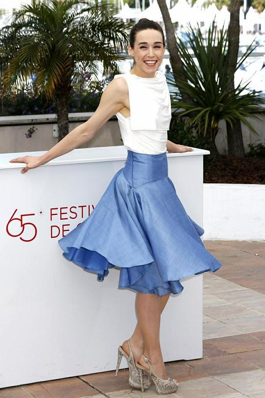 Půvabná kosovsko-albánská herečka zářila v Cannes.