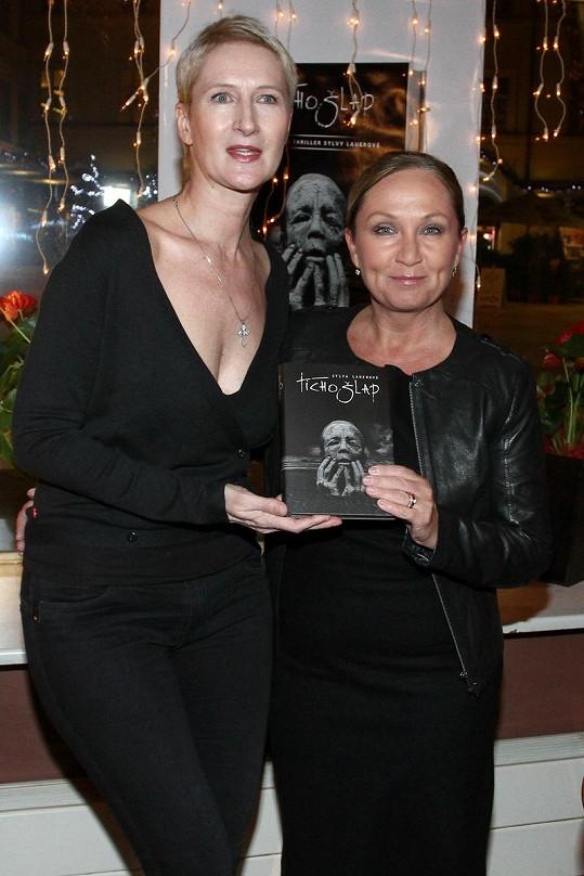 Spisovatelka s Bárou Basikovou.
