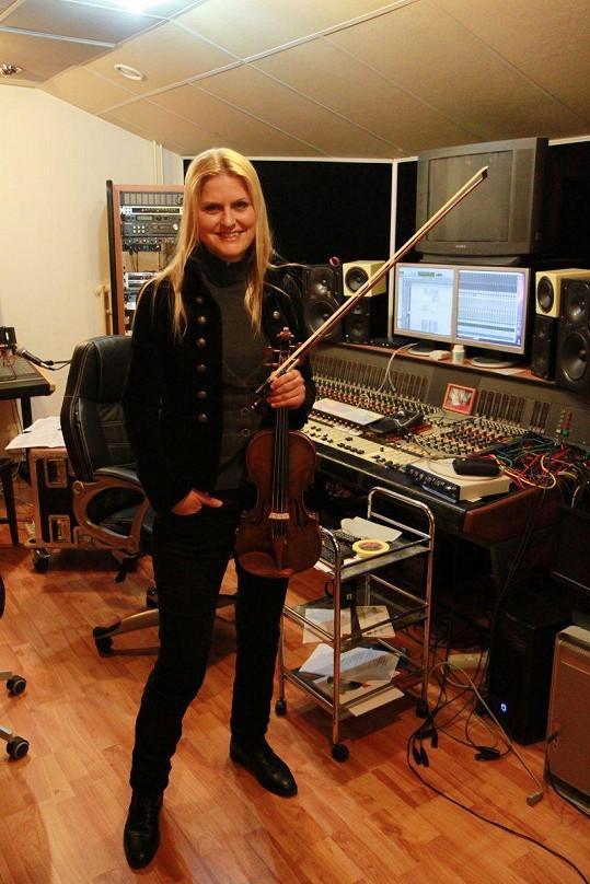 I krásná houslistka podlehla Vaškovu kouzlu.