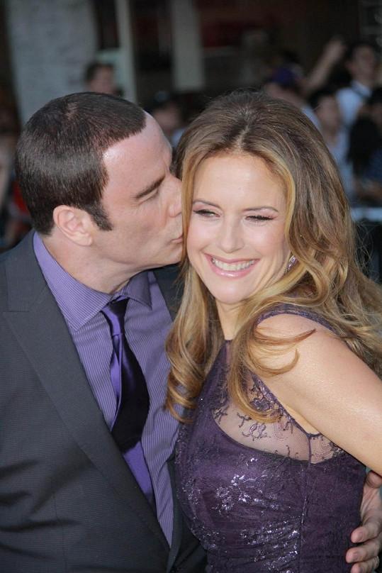 Travolta se snažil navodit dojem, že se jeho skandály vůbec manželství nedotkly.