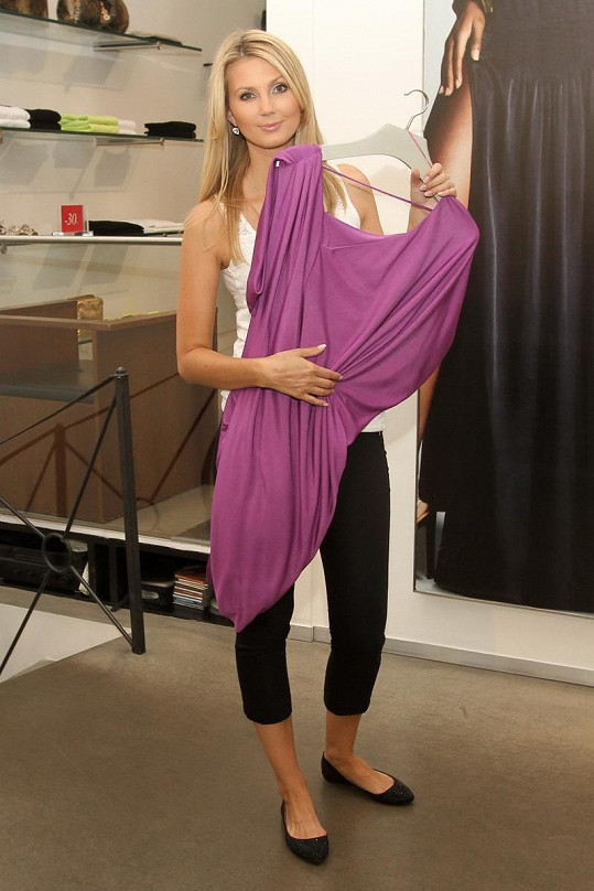 Sandra Parmová ukazuje další skvělý fialkový model.