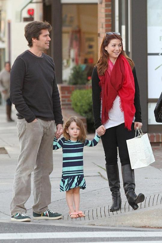 Satyana s maminkou Alyson a tatínkem Alexisem Denisofem.