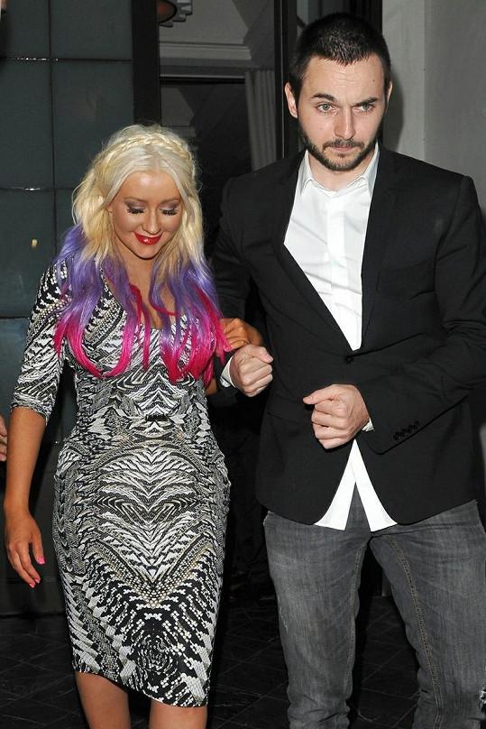 Zpěvačka se svým partnerem Mattem Rutlerem.