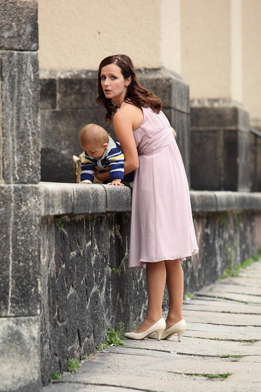 Kristýna Nováková-Fuitová je pohlednou maminkou. Poznali byste v ní Jindřišku z Pelíšků?