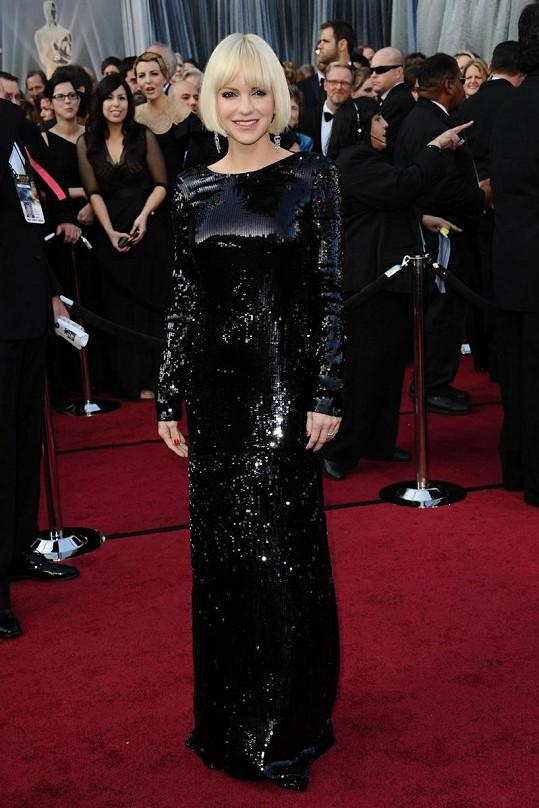 Šaty poseté flitry od Diane Von Furstenberg by se skvěle vyjímaly v nějakém disko klubu v sedmdesátých letech.