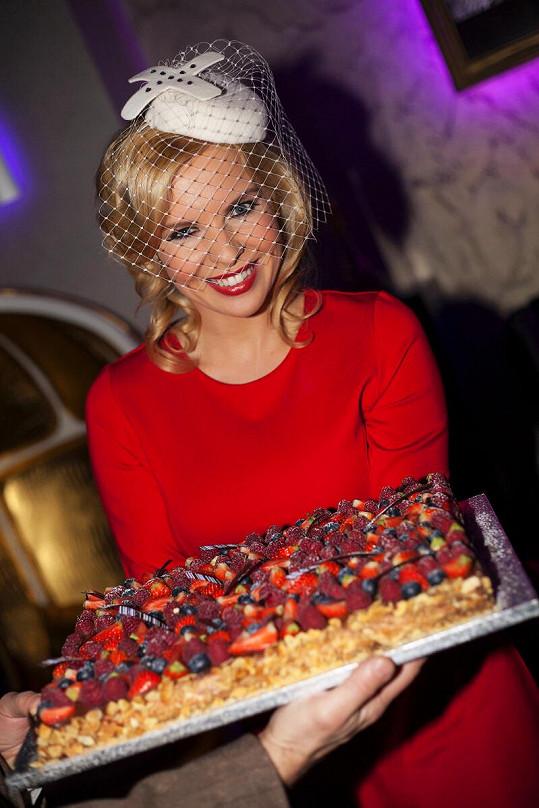 Kateřina Kristelová slavila narozeniny ve stylu 30. let.