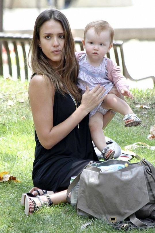 Jessica Alba s jedenáctiměsíční Haven.
