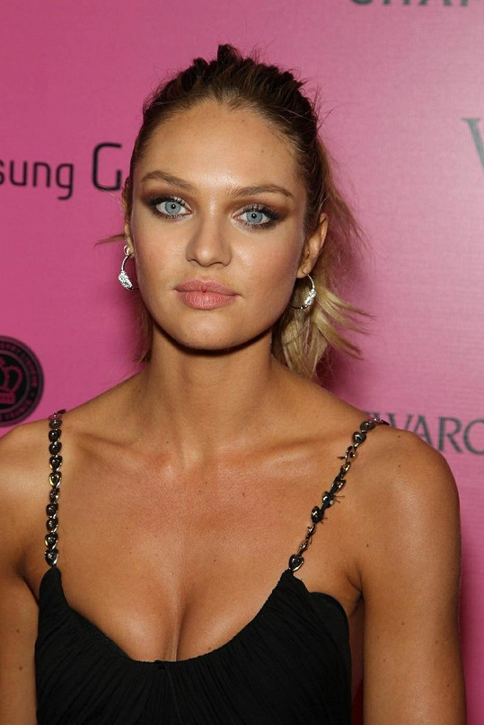 Slavná modelka je vskutku překrásná žena.