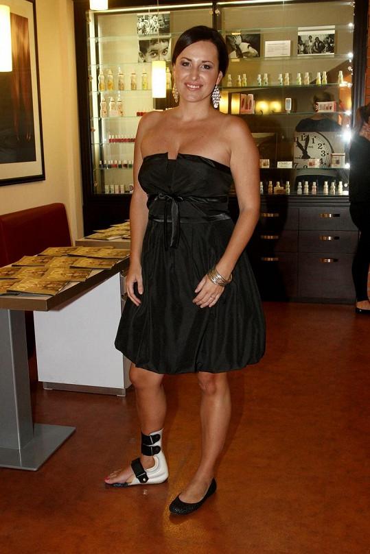 Lucie Šilhánová musí ještě tři měsíce nosit ortézu.