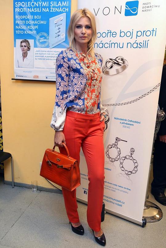 Daniela Peštová pomohla vydat knihu zabývající se tématem domácího násilí.