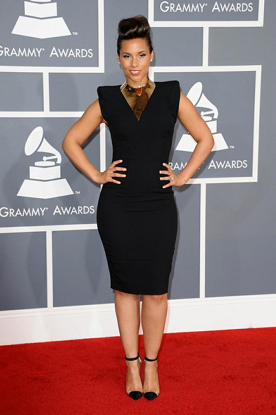 Alicia Keys oblékla šaty od Alexandra Vauthiera prakticky okamžitě, co sešly z přehlídky jaro/léto 2012.