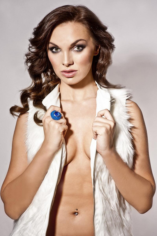 Z Kamily se stává sexy dračice.