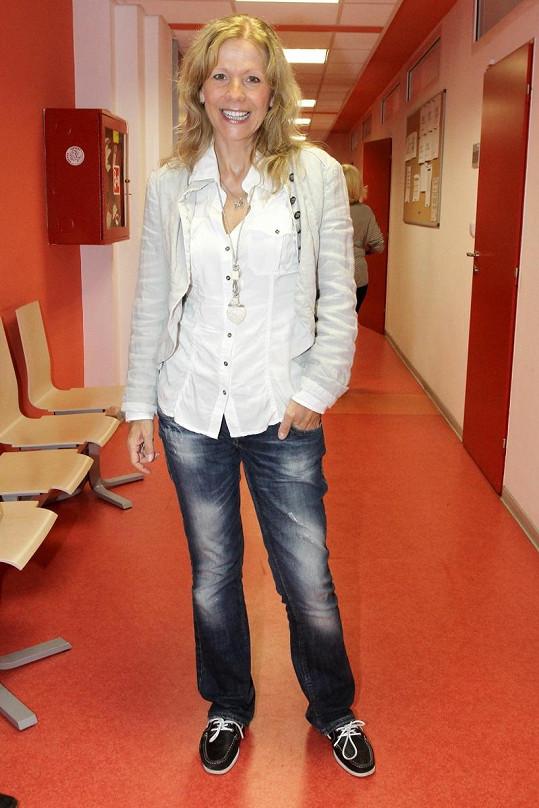 Lenka Filipová dceru ve studiu v zahraničí podporuje.