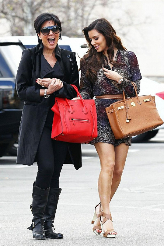 Až na malé faux pas byla Kim opět nádherná a její maminka Kris rozdávala dobrou náladu.