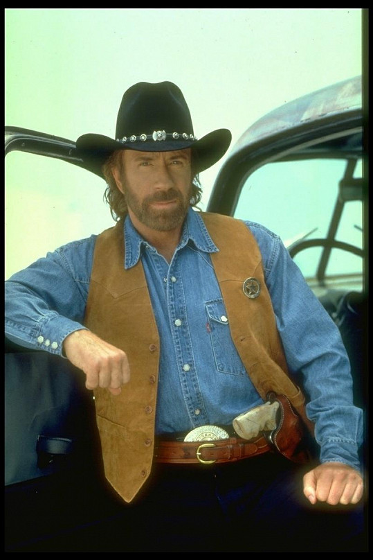 Chuck Norris alias Cordell Walker.