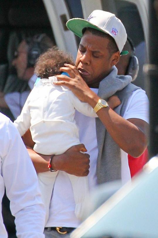 Jay-Z se ujišťoval, že Blue Ivy sluchátka dobře sedí.