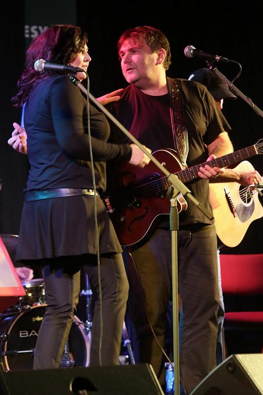 Loni se Csáková objevila v Lucerně jako host kapely Kamelot.