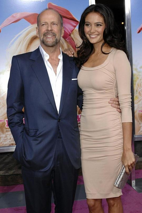 Známý americký herec s manželkou Emmou Heming.