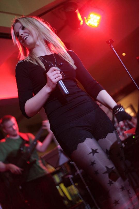 Na zpěvačce mohli diváci oči nechat.