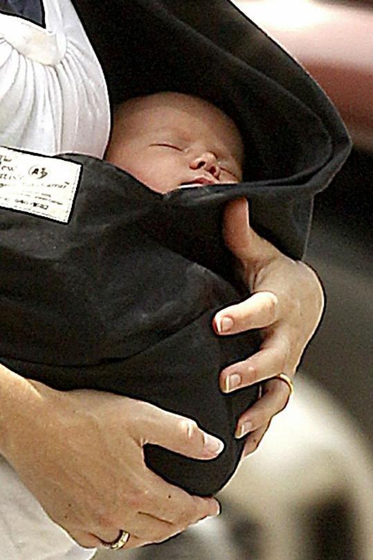 Malá Indiana v náručí maminky Ryan Shawhughes.