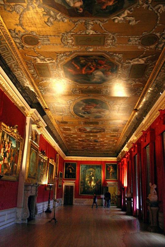 Velký sál Kensingtonského paláce.