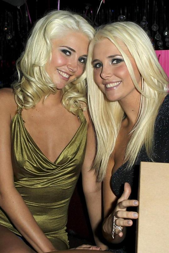 Karissa a Kristina Shannonovy na oslavě jejich 21. narozenin.
