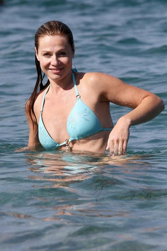 Pavla Vitázková byla ještě jako blondýnka před dvěma měsíci na dovolené v Řecku.