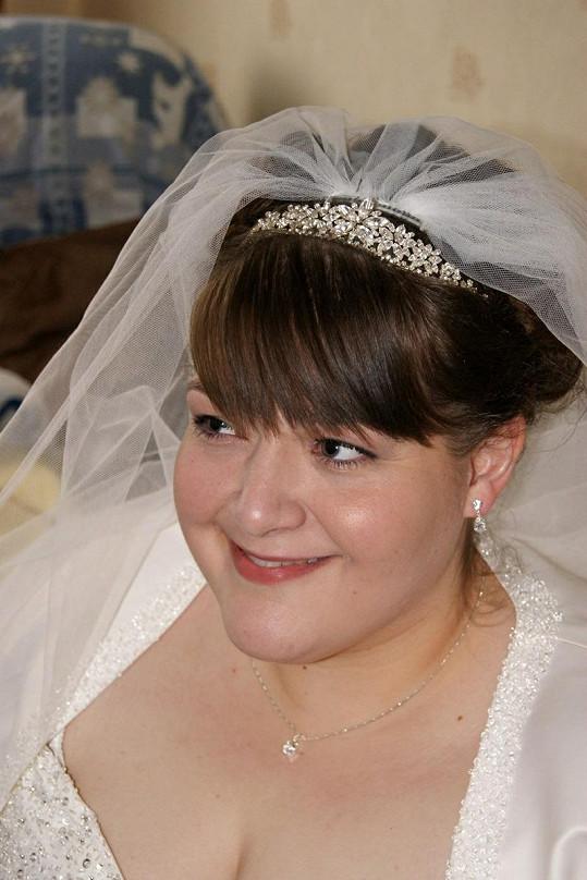 Sharon ví, že byla krásnou nevěstou i s mnoha kilogramy navíc.