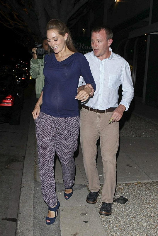 Guy Ritchie a jeho nastávající žena Jacqui Ainsley.
