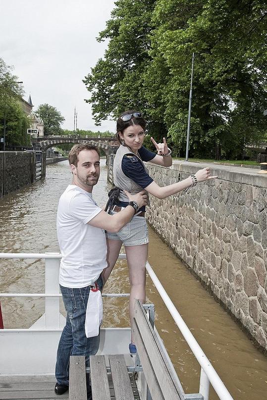 Anička s Petrem Kutheilem si chtěli vyzkoušet závěrečnou scénu Titaniku.