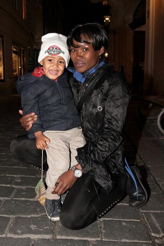 Ndeshi Panda Nangolo se synem.