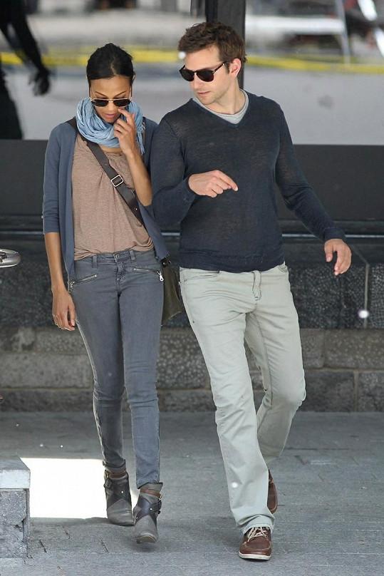 Bradley Cooper a Zoë Saldaña.