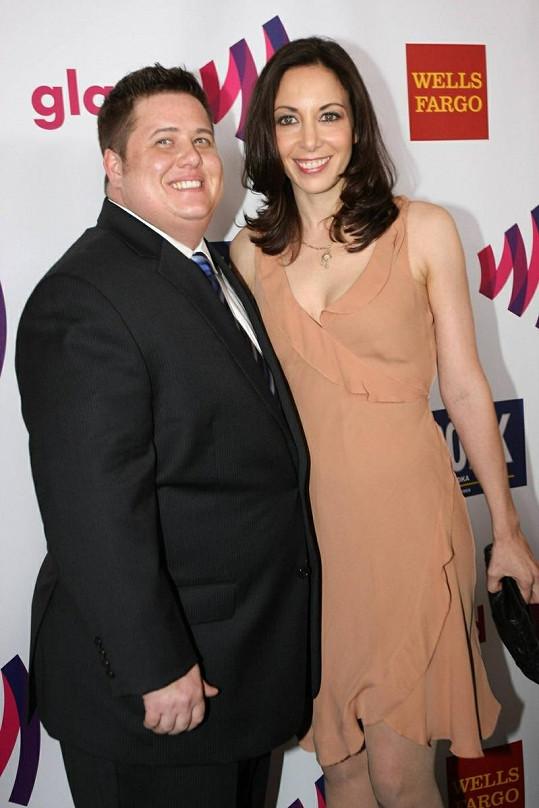 Chaz Bono a jeho dlouholetá přítelkyně Jennifer Elia letos v dubnu.