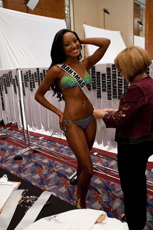 Anastagia Pierre jako zástupkyně Bahamských ostrovů na Miss Universe.