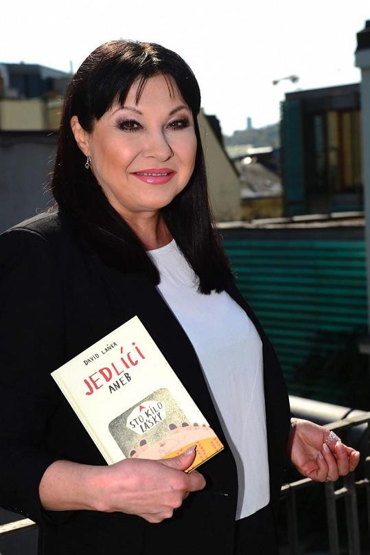 Dagmar Patrasová s novou knihou.